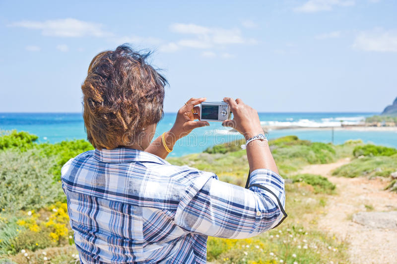 kamery dziewczyny punktu krótkopędu używać zdjęcia stock