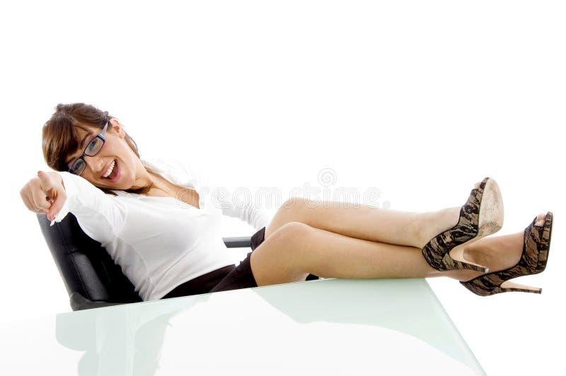 kamery kobiety frontowy target3575_0_ uśmiechnięty widok zdjęcia royalty free