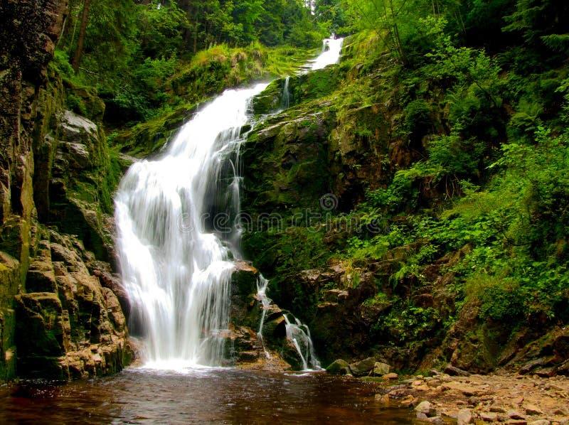 """KamieÅ-""""czyk ` s Wasserfall gelegen in Polen, in Sudetes-Bergen stockbilder"""