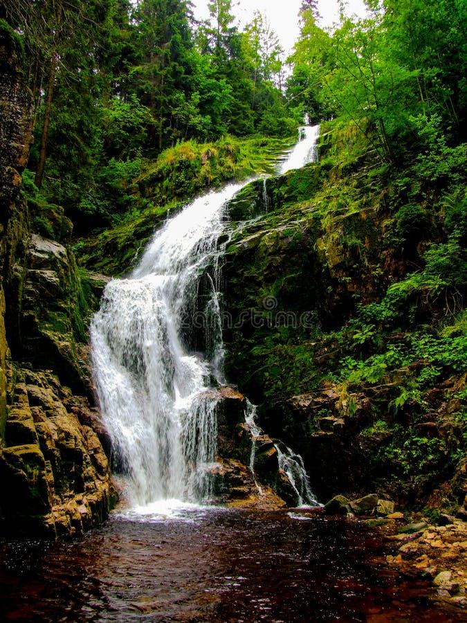 """KamieÅ-""""czyk ` s Wasserfall gelegen in Polen, in Sudetes-Bergen lizenzfreie stockbilder"""