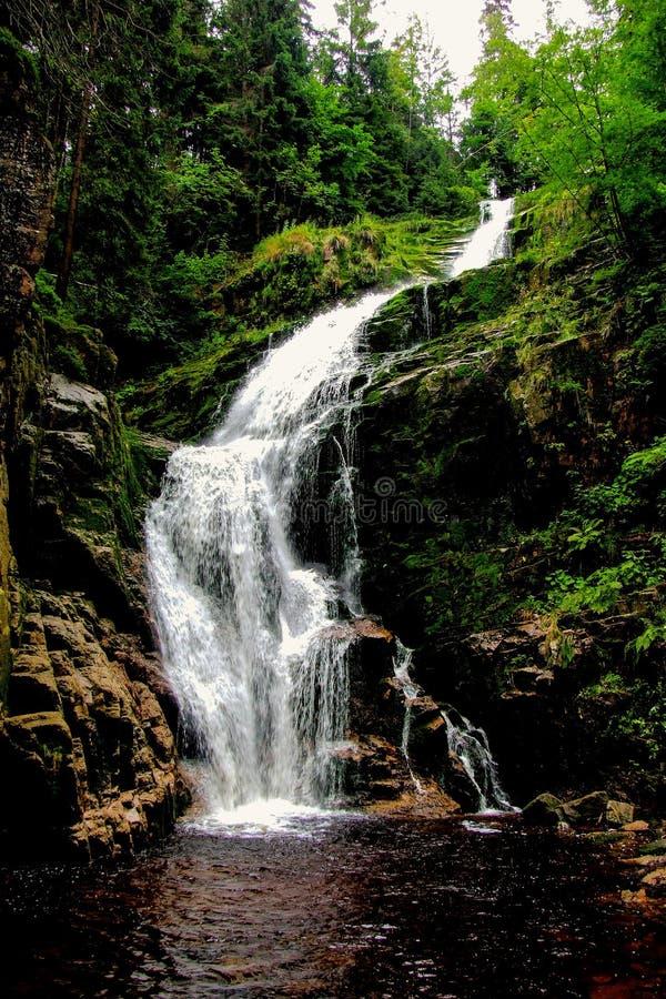 """KamieÅ-""""czyk ` s Wasserfall gelegen in Polen, in Sudetes-Bergen lizenzfreie stockfotografie"""