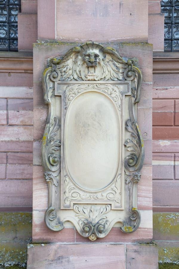 Kamień na ścianie z głową lwa na boku fotografia stock