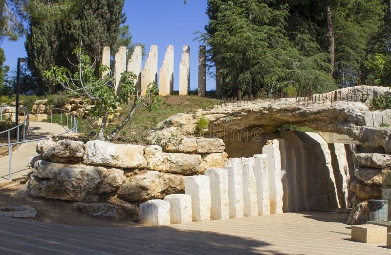 Kamień rzeźbi przy wejściem dziecka ` s pomnik przy Yad Vashem holokausta muzeum w Jerozolimskim Izrael zdjęcia royalty free