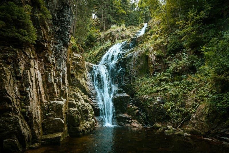 Kamienczyk瀑布风景看法在吉安山,克尔科诺谢山Monutain 免版税库存图片