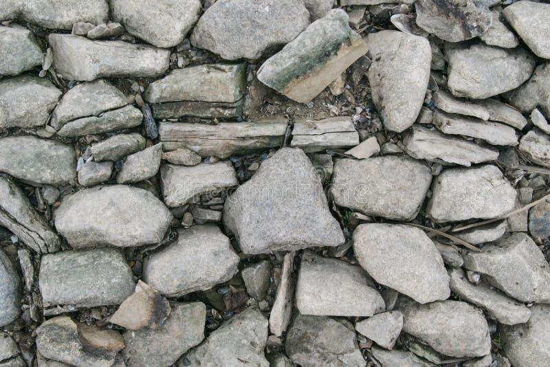 Kamienie stary bruk kt?ry pojawia? si? nale?nym sp?yca? Volga rzeka w Kazan, Rosja, obraz stock