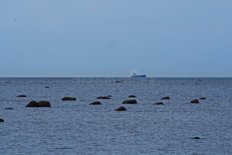 Kamienie w morzu bałtyckim zdjęcia royalty free