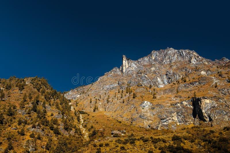 Kamienie w wysokich skalistych górach zdjęcie stock