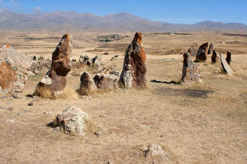 Kamienie w Zorats Karer Prehistoria megalit zdjęcia stock