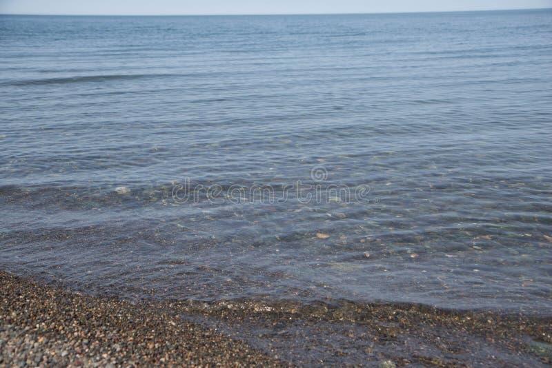 Kamienie wokoło morza, tekstury/moczą zaokrąglonych kamienie, mokry lata tło obrazy stock