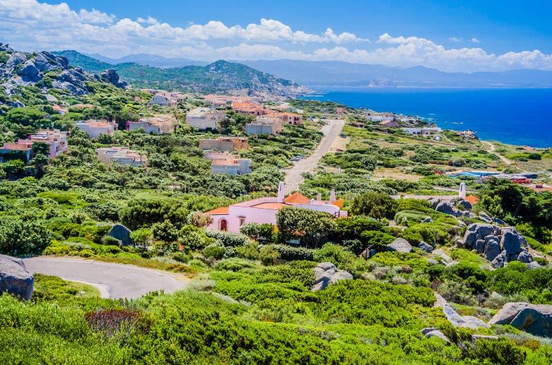Kamienista spacer ścieżka w Costa Paradiso, Sardinia, Włochy zdjęcia royalty free