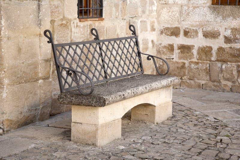 Kamienna ławka w Ubeda zdjęcia stock