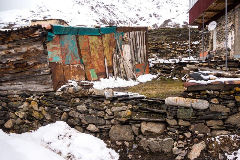 Kamienna ściana w ushguli wiosce zdjęcia royalty free