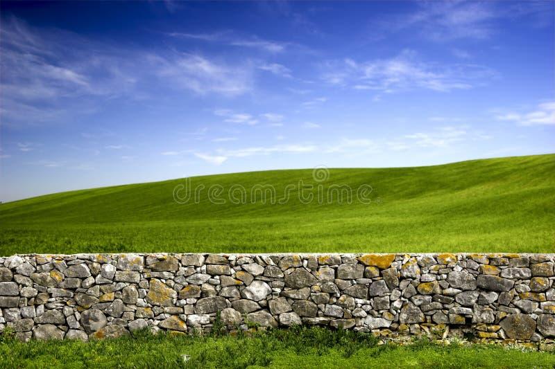 Download Kamienna ściana obraz stock. Obraz złożonej z wieś, trawy - 5145209