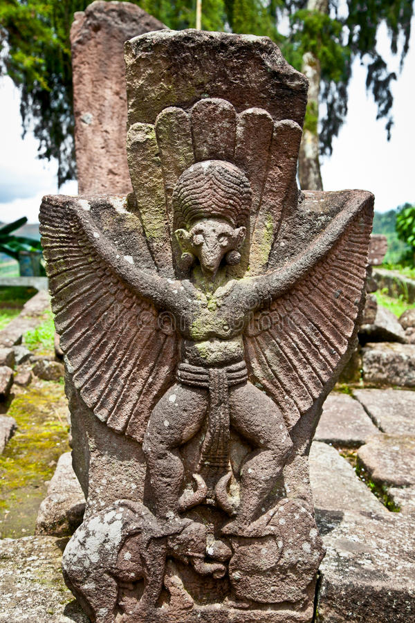 Kamienna rzeźba w antycznym Candi Sukuh na Jawa, Indonezja zdjęcia royalty free