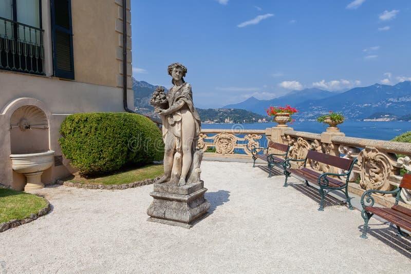 Kamienna statua w parku Willa Del Balbianello, Lenno, Lombardia, Włochy obraz stock