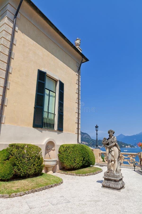 Kamienna statua w parku Willa Del Balbianello, Lenno, Lombardia, Włochy obrazy stock