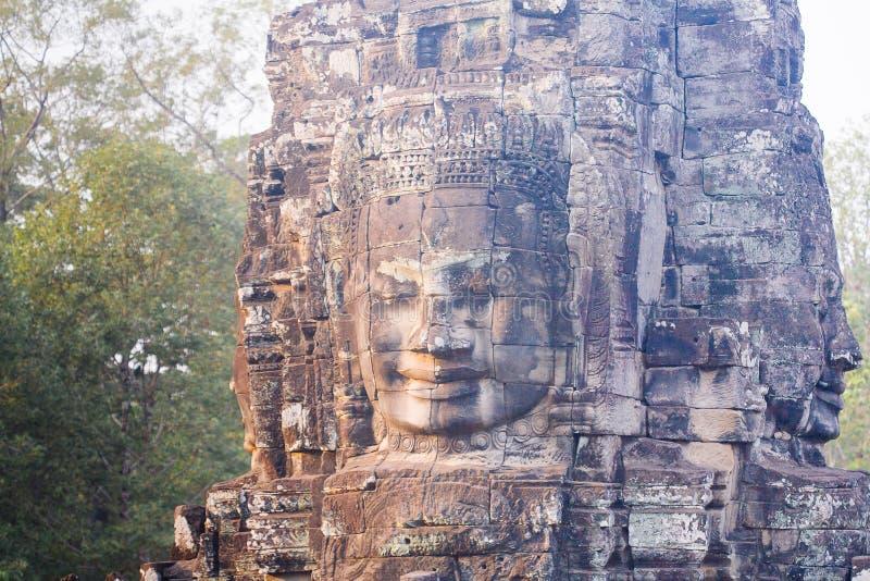 Kamienna twarzy statua w antycznym Bayon Świątynny Angkor Thom, Kambodża obraz stock