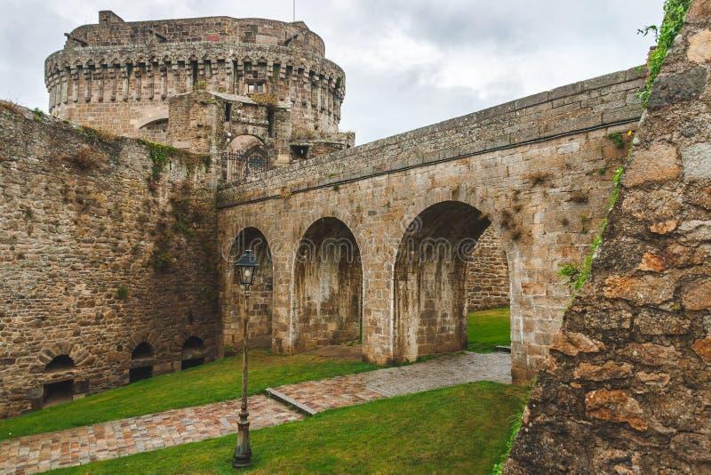 Kamienne ściany średniowieczni ramparts obrazy stock
