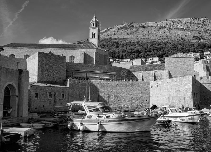 Kamienne ściany miasto Chorwacja czarny white obraz stock