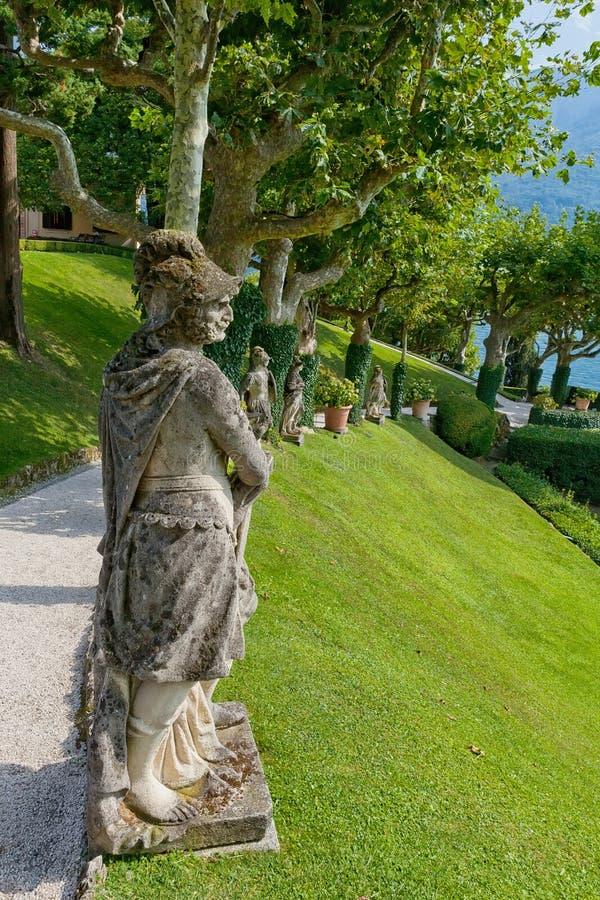 Kamienne statuy w parku Willa Del Balbianello, Lenno, Lombardia, Włochy zdjęcia stock