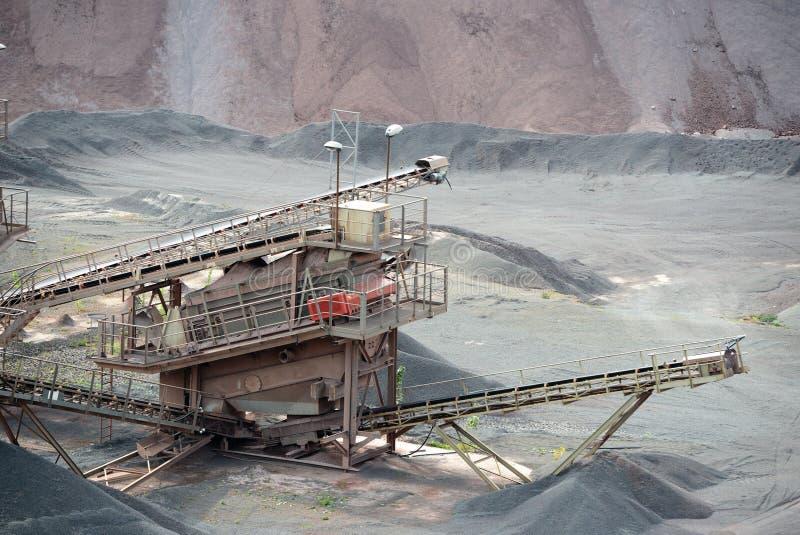 Kamiennego gniotownika maszyna w otwartej jamy kopalni obraz stock