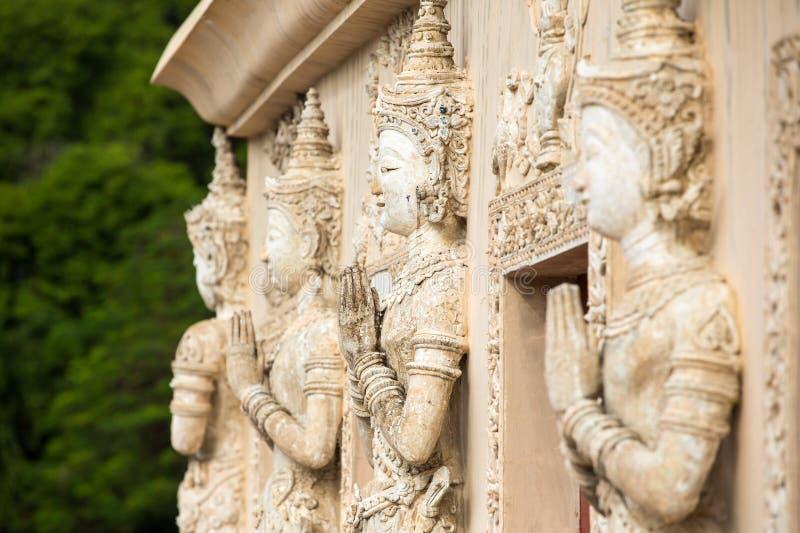 Kamienni modlenie kobiet cyzelowania obrazy stock
