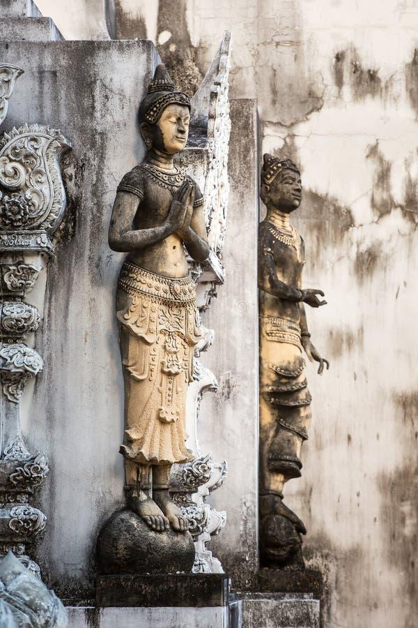 Kamienni modlenie kobiet cyzelowania zdjęcia stock