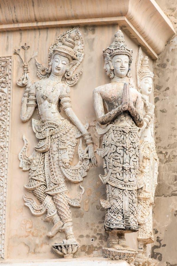 Kamienni modlenie kobiet cyzelowania obraz stock