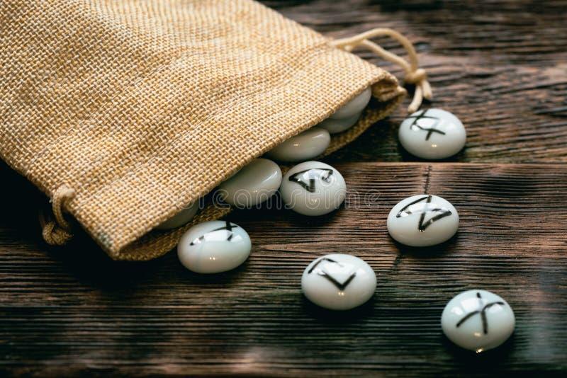 Kamienni runes Futune czytelniczy poj?cie obraz stock