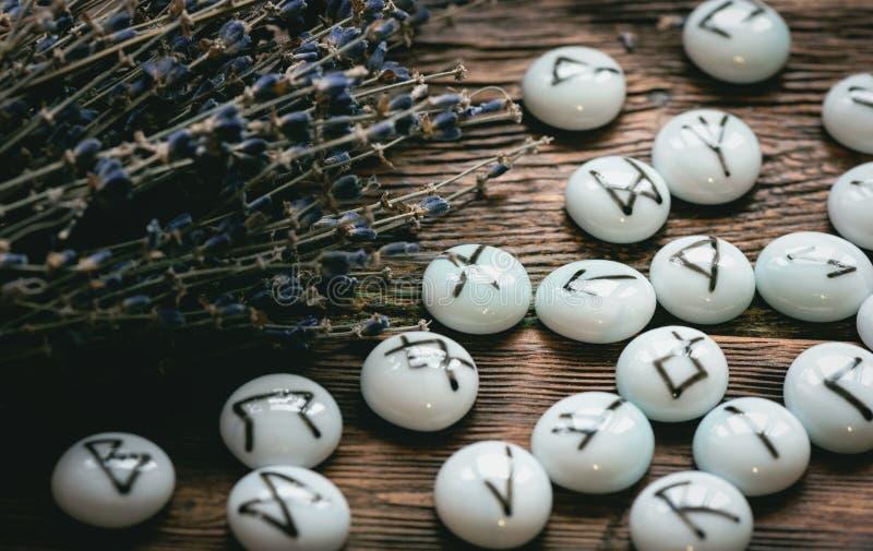 Kamienni runes Futune czytelniczy poj?cie zdjęcie stock
