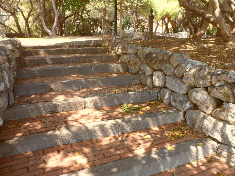 Kamienni schodki w parku Nervi, Włochy zdjęcia stock