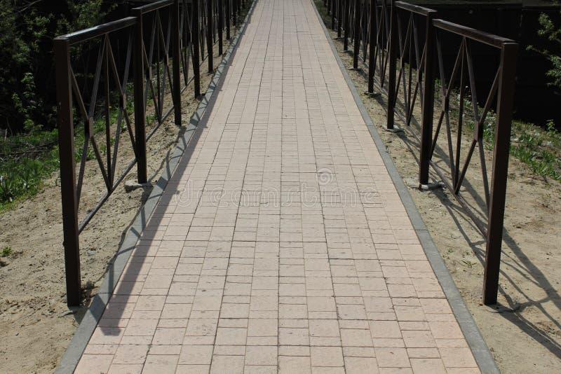 Kamienny drogi przemian i metalu most obraz stock