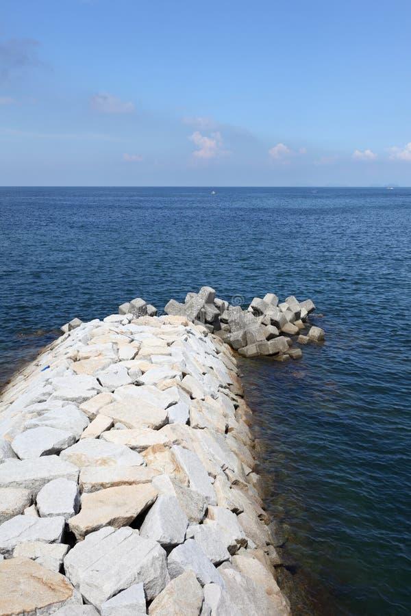 Download Kamienny falochron zdjęcie stock. Obraz złożonej z krajobraz - 26490340