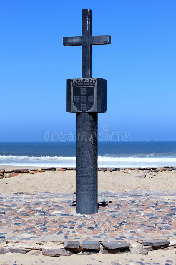 Kamienny krzyż przy przylądka krzyża zatoką, kościec Brzegowy Namibia obraz royalty free