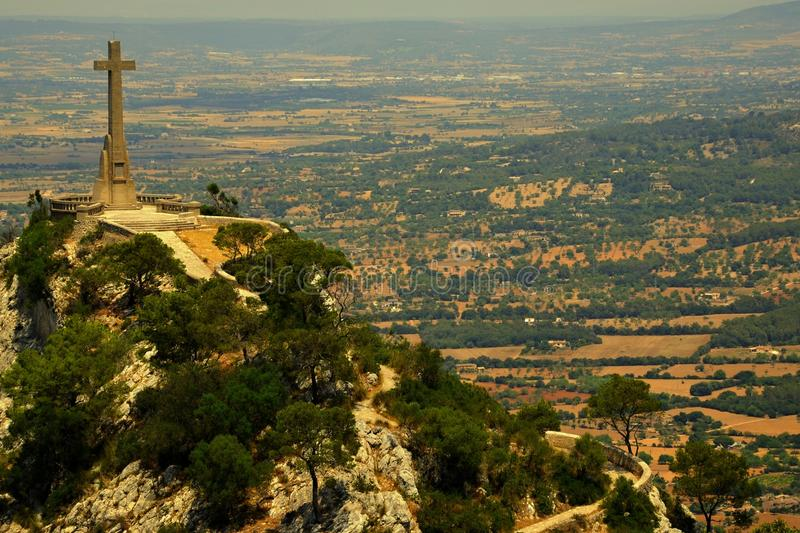 Kamienny krzyż, wzrost 14 metru, Puig De Sant Salvador zdjęcie royalty free