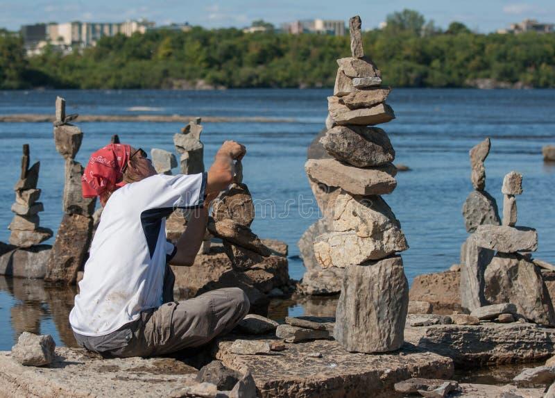 Kamienny mężczyzna Równoważenie zdjęcia stock