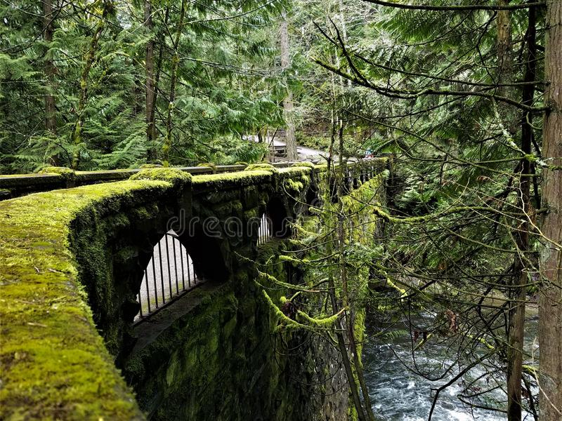 Kamienny most przy Whatcom spadkami zdjęcie stock