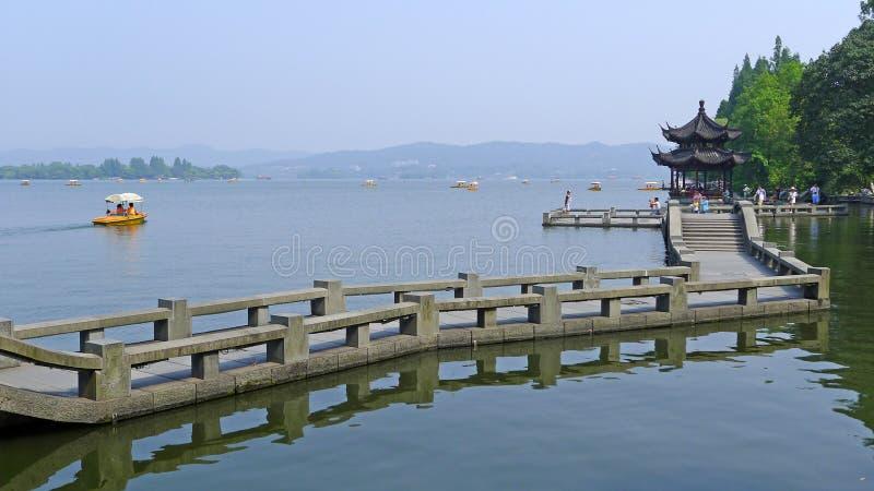 kamienny most w Zachodnim jeziorze obraz royalty free