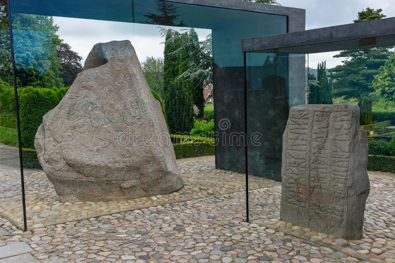 Kamienny petroglif Viking archeologiczny miejsce przy Jelling, Dani zdjęcia royalty free