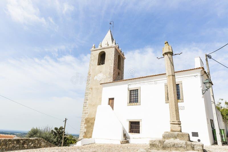 Kamienny pręgierz poprzedni więzienie i zegarowy wierza w Cabeco De Vide miasteczku, Fronteira, Portalegre okręg, Portugalia zdjęcie stock
