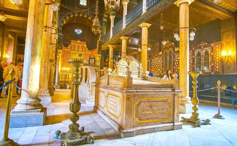 Kamienny pulpit w Ben Ezra synagoga w Koptyjskim Kair, Egipt obrazy royalty free