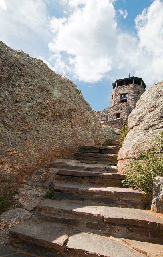 Kamienny schody prowadzi do Harney szczytu ogienia punktu obserwacyjnego wierza w Custer stanu parkach Czerni łosia pustkowie w C fotografia stock