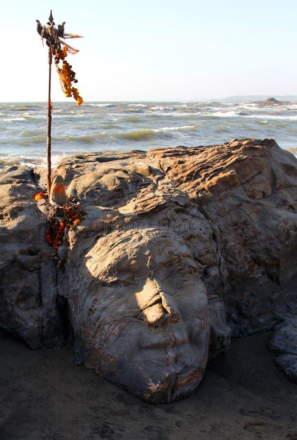 Kamienny Shiva stawia czoło na Vagator plaży Goa zdjęcia stock
