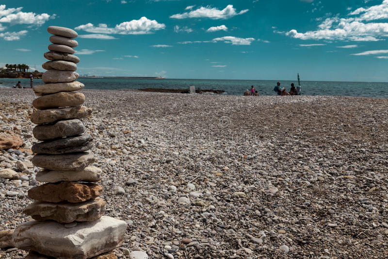Kamienny stos na dennej plaży Kamienny basztowy zbliżenie zdjęcie stock