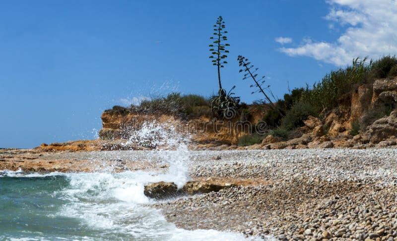 Kamienny stos na dennej plaży Kamienny basztowy zbliżenie obrazy royalty free