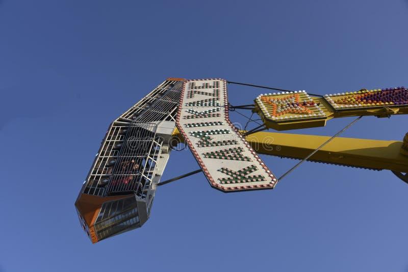 Kamikadze przejażdżki Karnawałowy zbliżenie zdjęcia stock