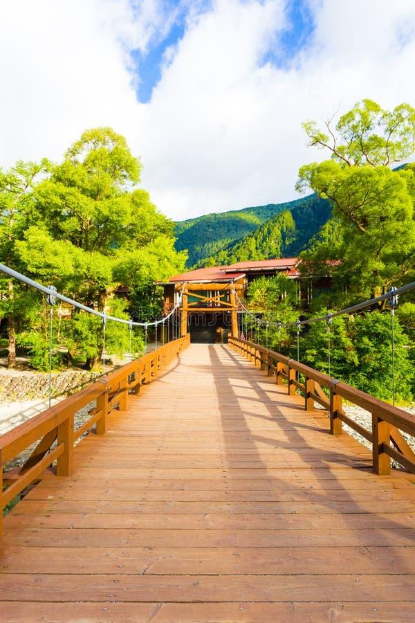 Kamikochi pokładu Kappa Bashi Drewniany most Centrowany V zdjęcie stock