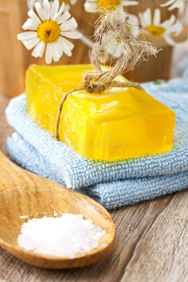 Kamille met de hand gemaakte zeep royalty-vrije stock afbeelding
