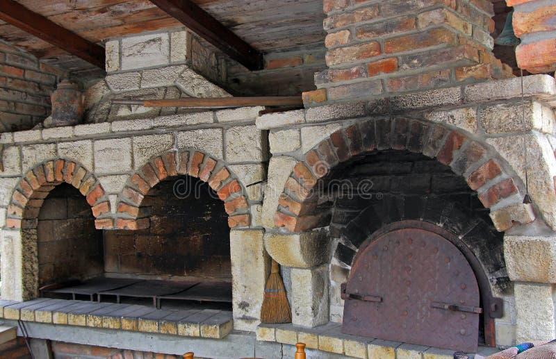 kamin bbq und ofen stockfoto bild von grill k stlich 22358282. Black Bedroom Furniture Sets. Home Design Ideas