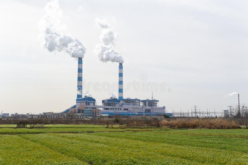 Kamin der Kohleenergieanlage lizenzfreies stockbild